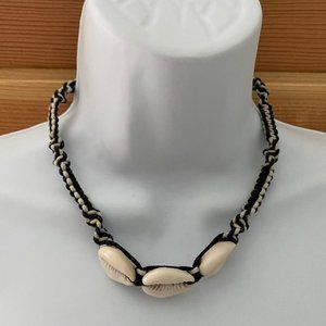 6/$16 NWOT macrame cowrie shell necklace